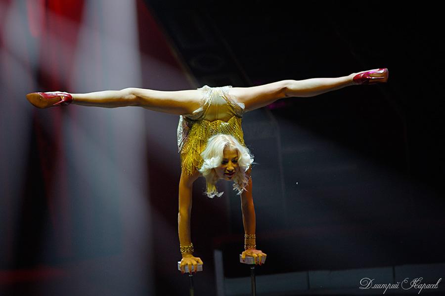akrobatika-plastika-kauchuk-seksi-zagorelie-intimnie-mesta